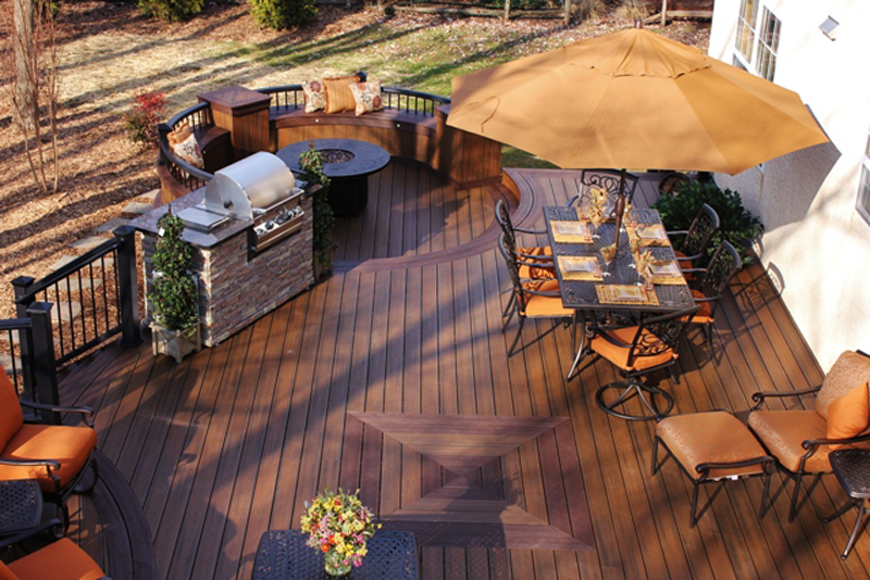 Round Deck with Outdoor Kitchen- Amazing Deck