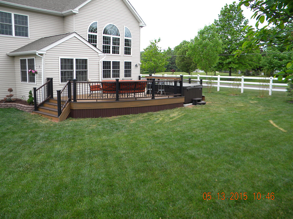 Trex Spice Rum Transcend Deck Design with Black Railing- Monroe, NJ