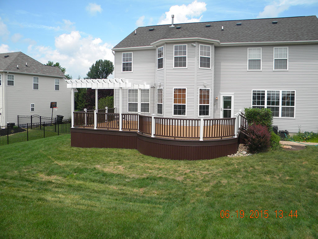 Curved Deck Design with Trex Railing- Robbinsville, NJ