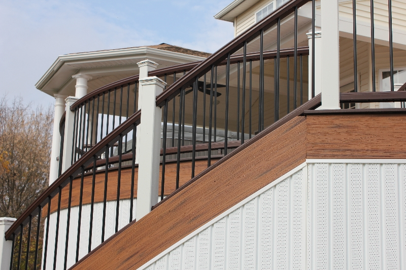 Round Deck with Step Ideas- Amazing Deck