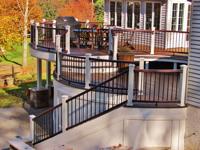 Bi-Level Trex Curved Deck with Stairs and Railing- Amazing Deck