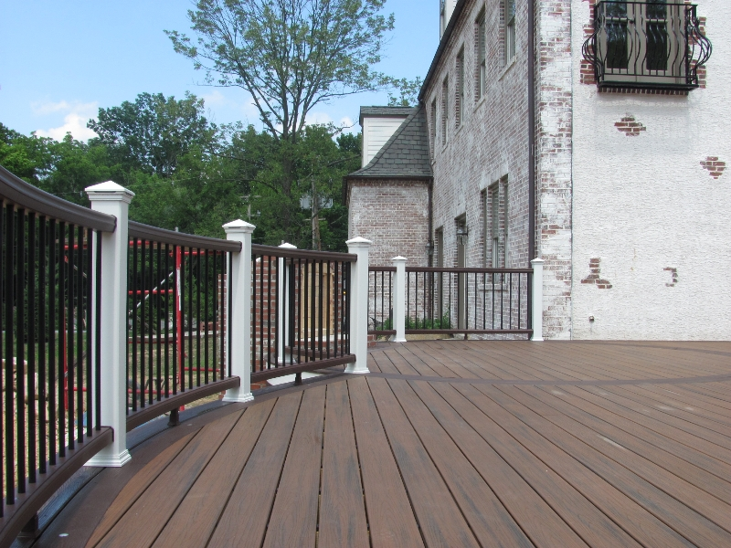 Round Trex Deck with Railing Builder- Amazing Builder