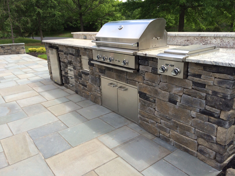 Outdoor Kitchen on a Patio- Amazing Deck